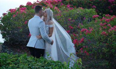 Real Bali Wedding: Kristen & Shane's Elegant Clifftop Bali Wedding in Uluwatu | The Bali Bride, Bali Wedding Directory