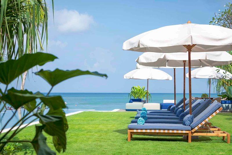 Noku Beach House - Beautiful scenery from sun lounger