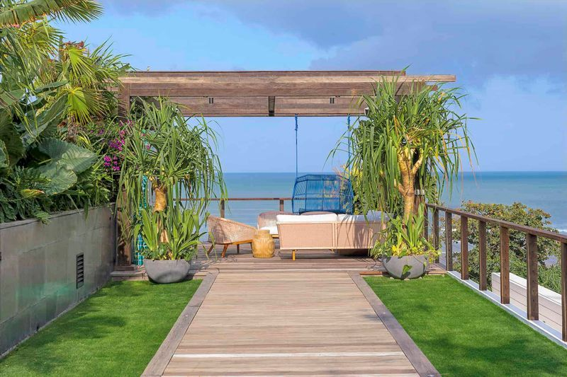 Noku Beach House - Pathway to outdoor living area copy